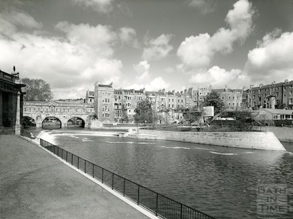 Architectural photograph of Pulteney Weir, bridge and Parade Gardens, 1972