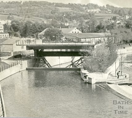 The Pulteney sluice and platform, 20 August 1973