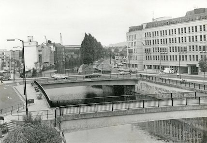 Looking down the river Avon towards Broad Quay and Churchill Bridge, Bath, 2 August 1982