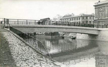 The newly constructed footbridge and Churchill House, Bath, 1964