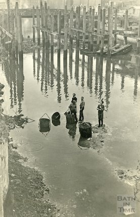 Clearing the bottom of the River Avon after the demolition of the Old Bridge, Bath, 1964