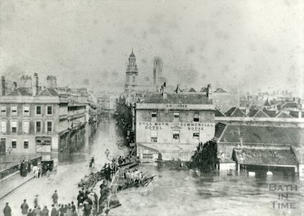 The Old Bridge during a flood, Bath, 1882