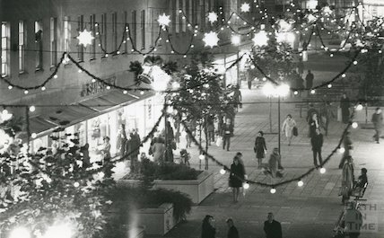 Southgate Street Christmas Lights, 24th November 1975