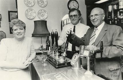 Behind the bar at the Hare and Hounds, Lansdown, Bath, 30 May 1986
