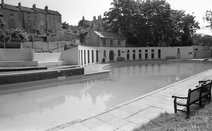 Cleveland Baths, ready for business at the start of the summer season, 4 July 1977