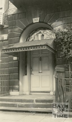 Architectural details of doorway No. 10, Cavendish Place, Bath, c.1915