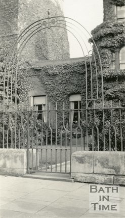 Gateways. Architectural details. No.4, Percy Place, Bath, c.1915.