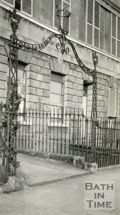Gateway no.8, Lansdown Crescent, Bath, c.1915.