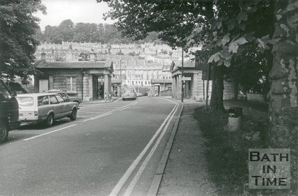Cleveland Bridge towards London Road, Bath, September 1986