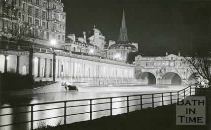 Pulteney Bridge, Bath floodlit, c.1950s