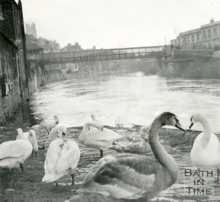 The Halfpenny Widcombe Bridge and flooded River Avon, Bath, c.1960
