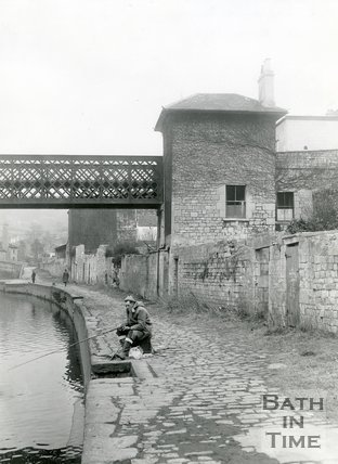 The Halfpenny Widcombe Bridge and Tollhouse, Bath, 1965