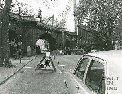 Altering the old Pulteney Road Rail Bridge, Bath, April 1974