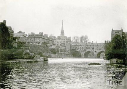 View of Pulteney Bridge and weir, Bath 1898