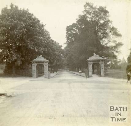 The entrance to Royal Avenue, Royal Victoria Park, Bath c.1906
