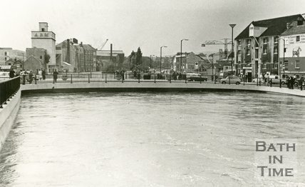 Churchill Bridge, Bath during the floods 1968