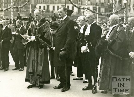 The Mayor reading a message to Lord Bath, before freeing the Bridges of toll, 1929