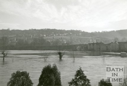 Spring Gardens Road and cricket group during the Bath Flood of 1960