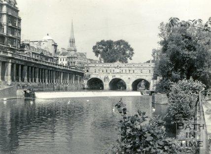 Pulteney Bridge and weir, Bath c.1960