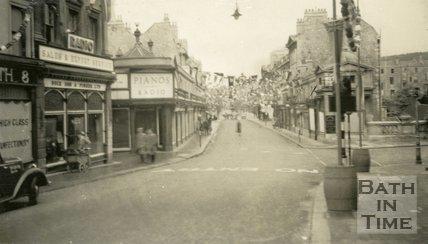 View across Pulteney Bridge from Bridge Street, Bath 1937