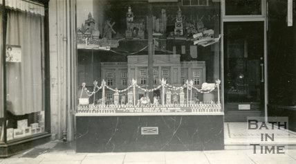 Models of Bath display in Ryland Huntley's shop window, 15, Old Bond Street, Bath 1937
