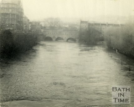 River Avon looking from North Parade Bridge towards Pulteney Bridge, Bath during the floods 1954
