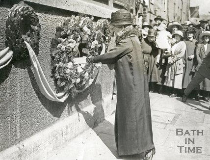 Mayoress Madame Sarah Grand placing wreath on War memorial 1923, Union Street, Bath