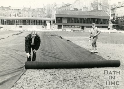 Rolling out protective mesh at the Recreation Ground, Bath, 25 January 1985