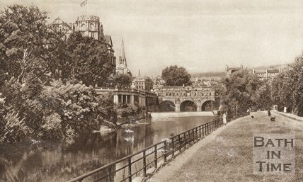 Postcard view of Pulteney Bridge, Empire Hotel and Institution Gardens, Bath, c.1930s