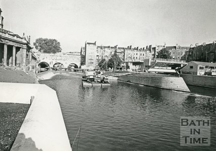 The construction of the flood defence scheme at Pulteney weir, Bath, 1972