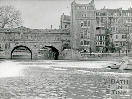 Pulteney Weir and bridge, Bath, March 8 1973