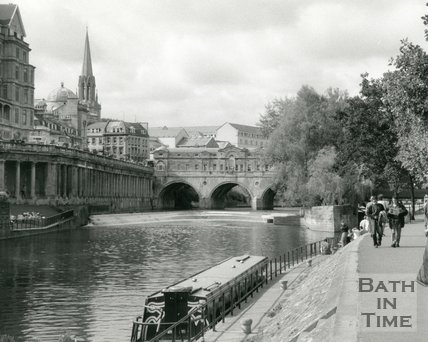 Classic picturesque view of Grand Parade, River Avon and Pulteney Bridge, Bath, 1990