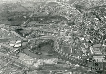 1985 Aerial view of Green Park, Kingsmead Flats, and the Newark Works, Bath, 19 July