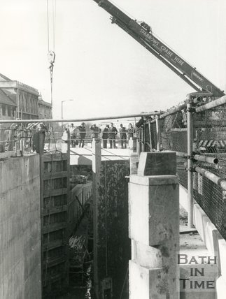 Fitting new lock gates to the Kennet & Avon canal, Widcombe, 6 November 1975