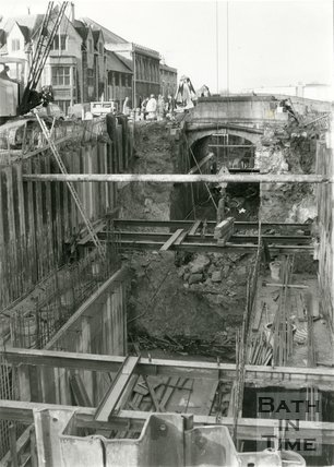Digging the new Deep Lock on the Kennet & Avon canal, Widcombe, Bath, 13 February 1975