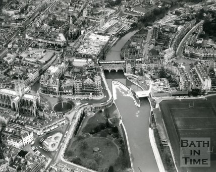 1972 Aerial view of Bath Abbey, Empire Hotel, Pulteney Bridge and weir