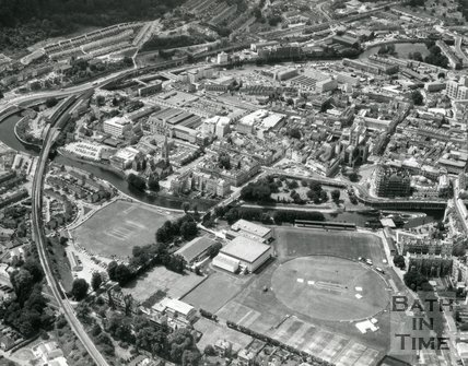 1976 Aerial view of the Recreation Ground and Great Western Railway, Bath