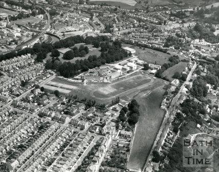1976 Aerial view of Beechen Cliff School, Bath