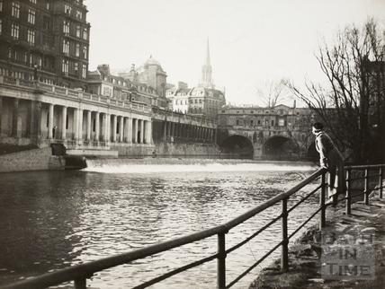 Pulteney Bridge, weir and Grand Parade, Bath c.1930
