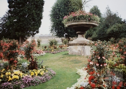 Floral display between gravel walk and Royal Avenue, Victoria Park, Bath 1994