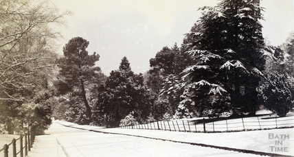 The Royal Avenue, Victoria Park, Bath in the snow c.1900