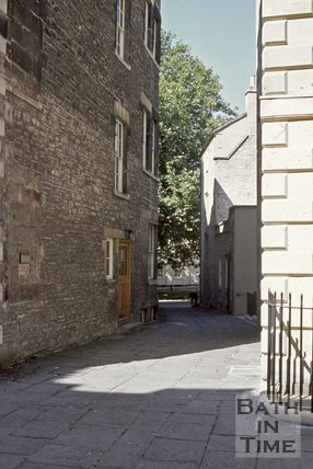 The unnamed passage linking North Parade Buildings to Abbey Green, Bath, c.1980s