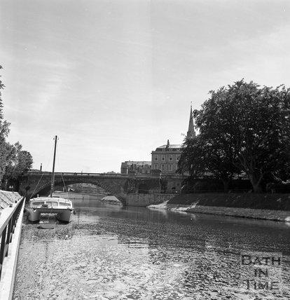 View of North Parade Bridge and North Parade, Bath, c.1977