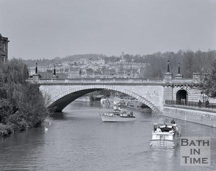A busy river scene in Bath looking north towards North Parade Bridge, c.1990s?