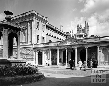 The mineral fountain and entrance to King's and Queen's Bath, c.1973