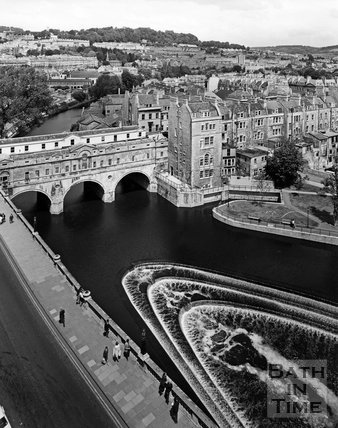 View of the weir and Pulteney Bridge, Bath from the Empire Hotel, c.1973