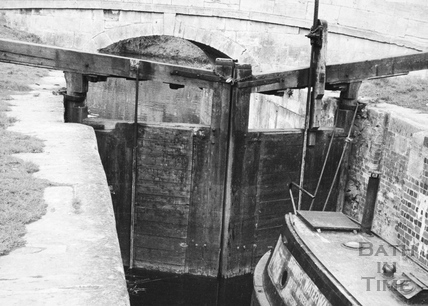 Upstream face of tail gates of Lower Lock, Widcombe, Bath 1956
