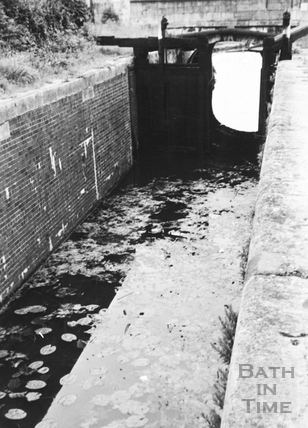 Bridge Lock looking downstream, Widcombe, Bath 1956