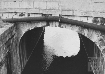 Upstream side of Pulteney Road Bridge showing 6 inch water main, Widcombe, Bath 1956