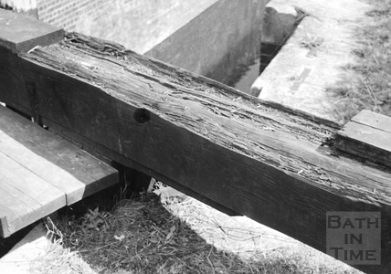 Decayed balance beam of south side tail gate of Bridge Lock, Widcombe, Bath 1956
